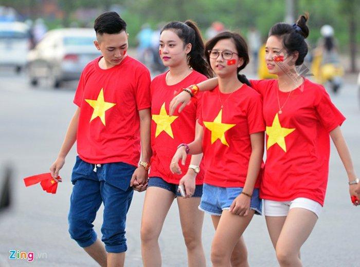 Có phải chiếc áo thun lá cờ Việt Nam nào cũng đẹp?