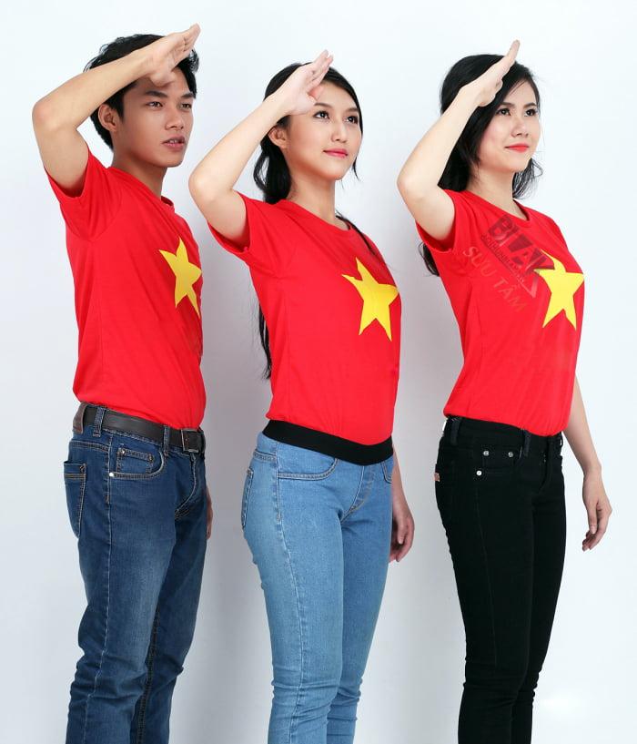Phong cách hơn với áo lá cờ Việt Nam
